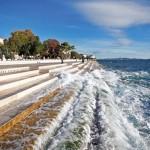 Egy hatalmas, kőből faragott vízi orgona, ami a tenger hullámait szólaltatja meg
