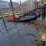 Elfogy a víz Velence utcáiról az alacsony vízállás miatt