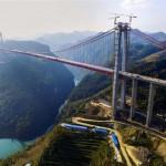 A világ egyik legmagasabb hídjának építése