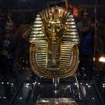 Nyolc ember áll bíróság elé a Tutanhamon-maszk megrongálásáért