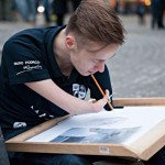 Gyönyörű rajzokat készít a kar nélkül született művész