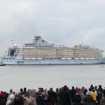 Megkezdte első próbaútját a világ legnagyobb óceánjárója Franciaországban
