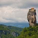 23 éve él egy sziklaoszlop tetején egy grúz szerzetes