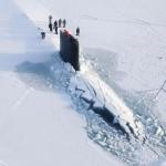 Így töri át egy atomtengeralattjáró a jégpáncélt az északi sarkkörnél