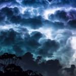 Látványos time lapse felvétel egy vadul tomboló viharról
