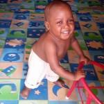 Már sokkal jobban van az utcáról megmentett kétéves kisfiú – megható fotók