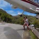 Centikre húzott el egy turista feje felett egy landoló kisrepülő