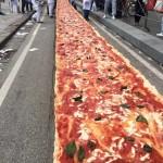 A világ leghosszabb pizzáját készítették el Nápolyban