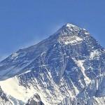 150 hegymászó tolongott a Mount Everest csúcsán