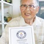 Egy 96 éves férfi a világ legidősebb friss diplomása