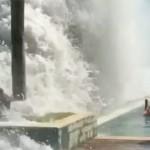 Hatalmas hullámok tomboltak Bali szigetén