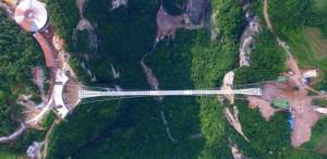 Kiállta a törés- és terheléspróbát a világrekorder kínai üvegpadlós híd