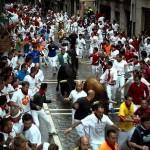 Halálra öklelt egy bika egy férfit a spanyolországi bikafuttatáson