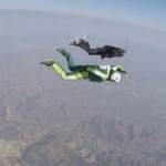 Elképesztő ejtőernyő nélküli ugrást hajtottak végre 7620 méter magasról egy hálóba