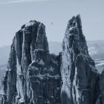 2800 méter magas hegycsúcsok között sétált egy kötéltáncos