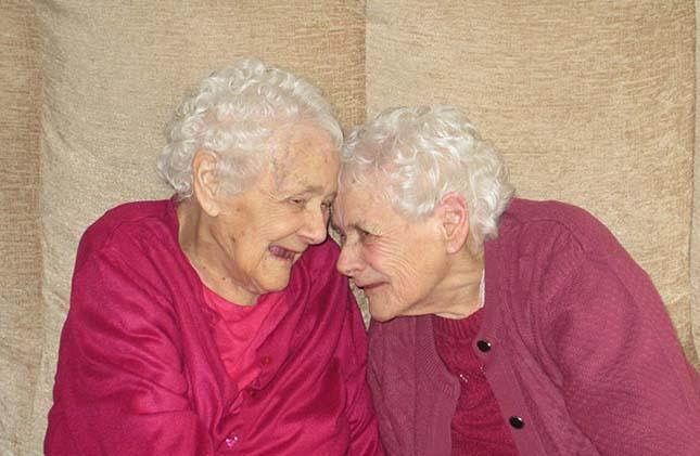 103 éves ikrek