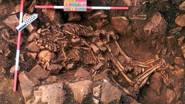 6000 éves ölelkező pár