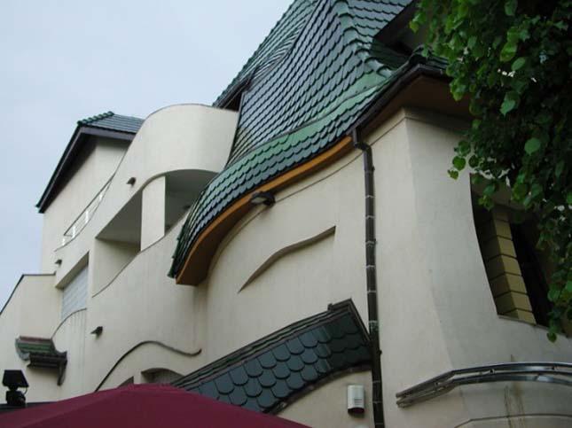 A Görbe Ház – Krzywy Domek