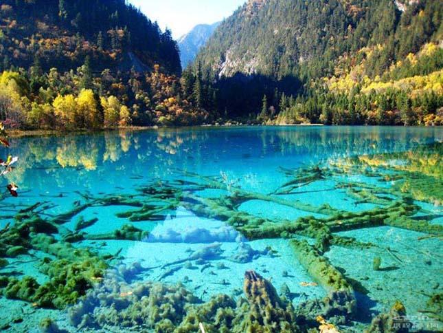 Crystalline Turquoise Lake, Kína