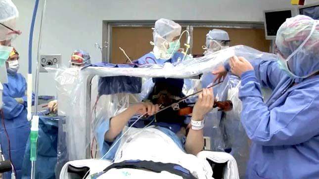 Végig hegedült agyműtétje alatt