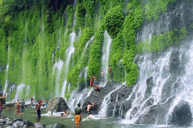 A fülöp-szigetek-i Asik-Asik vízesés
