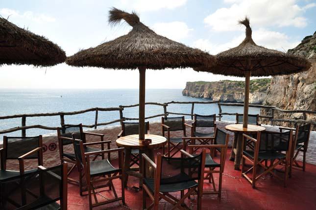 Barlang bár, Menorca