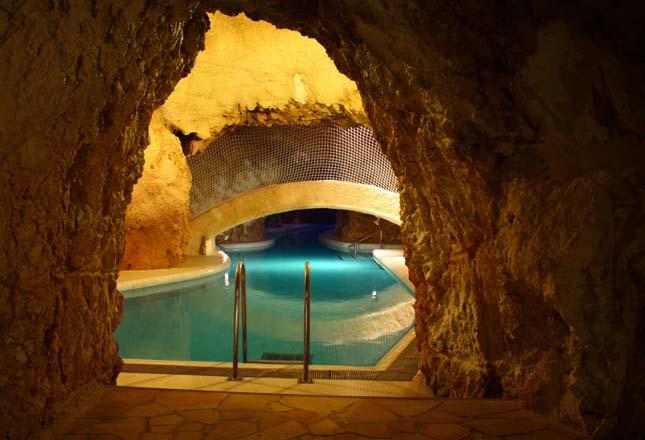 Barlangfürdő, Miskolctapolca