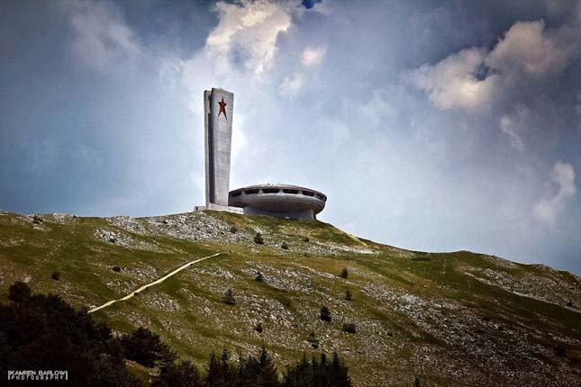 Mongumentális szocialista emlékmű Bulgáriában