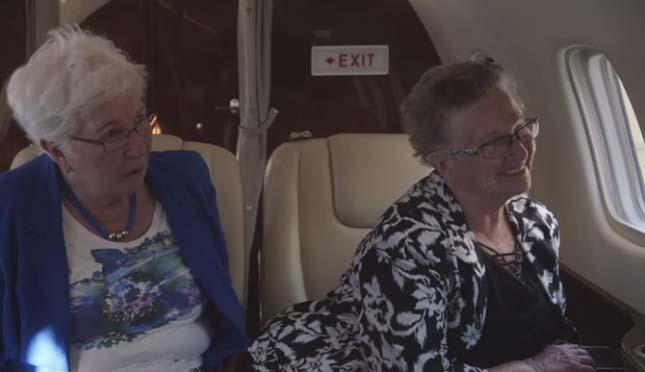 Két nagymama első repülése