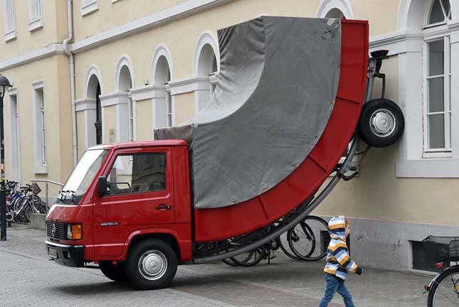 Köztéri szobor kapott parkolási bírságot