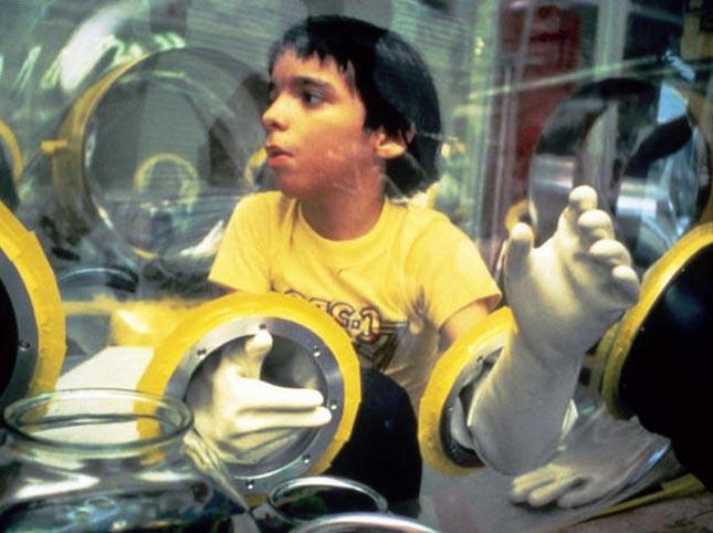 Fiú egy buborékban