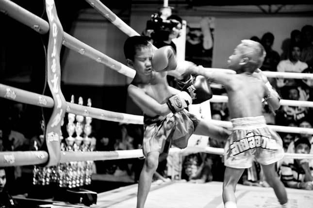 Thai boxoló gyerekek