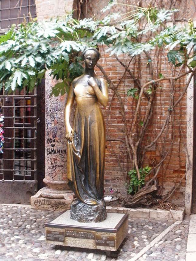 Júlia fala, Verona