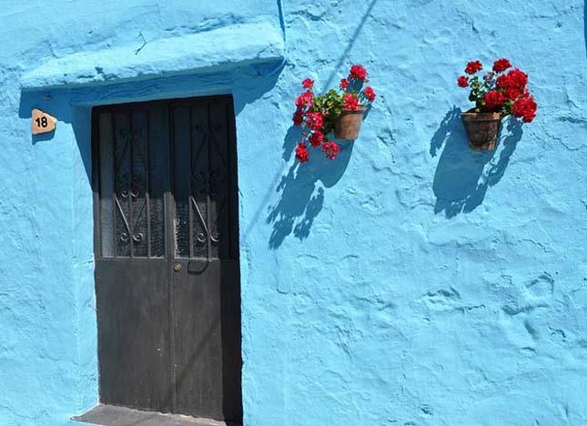 Júzcar, a spanyolországi hupikék falu