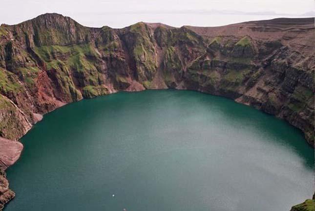 Gyönyörű krátertavak