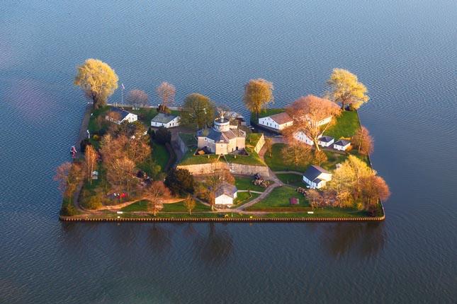 Lekissebb lakott szigetek