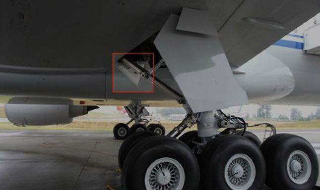 Leszakadt a repülőgépről egy 60 kilós alkatrész