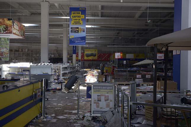 METRO áruház kifosztása - Donyeck