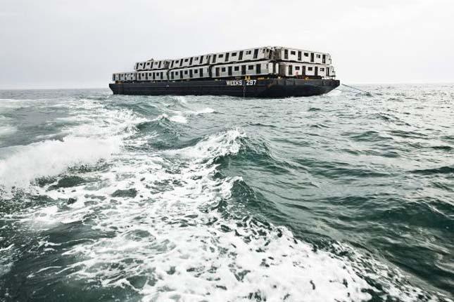 Metrókocsik a tengerben