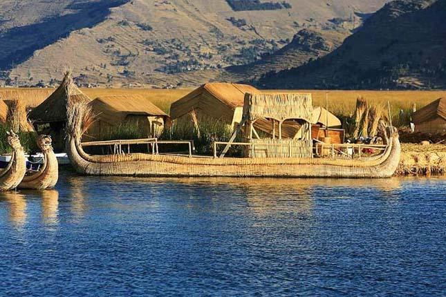 Nádszigetek a Titicaca-tavon