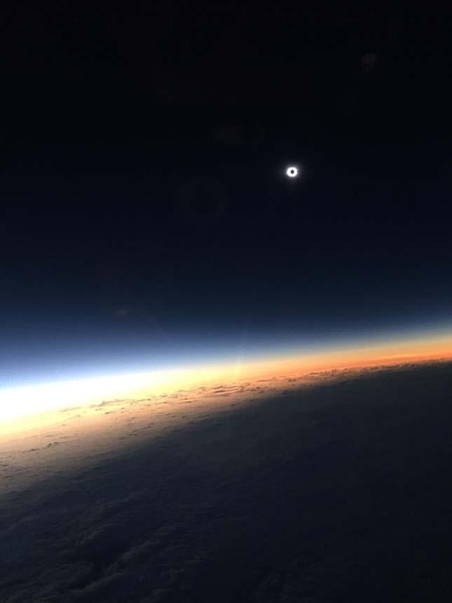 Napfogyatkozás repülőről