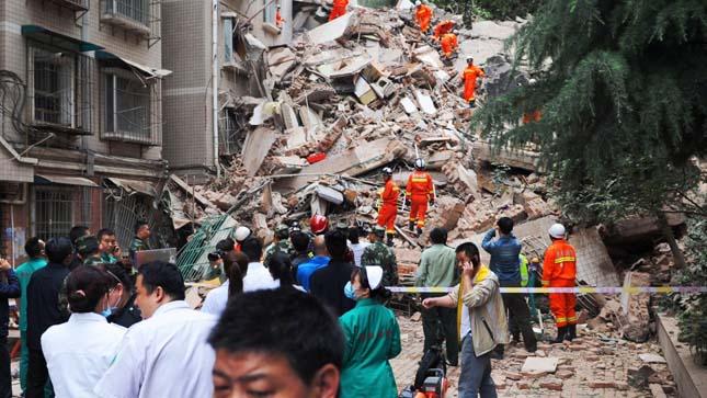Összedőlt egy 9 emeletes lakóház Kínában