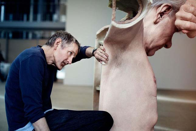 Ron Mueck szobrai