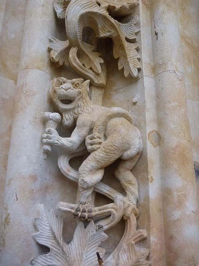 Űrhajós szobor, Salamnca székesegyház