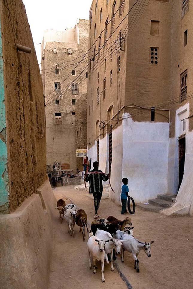 Shibiam, város a sivatag közepén