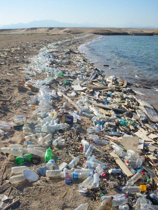 Több millió tonna műanyagszemét kerül az óceánokba