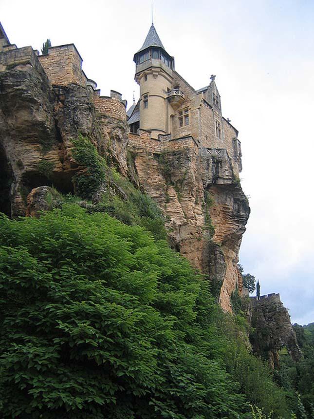 Sziklára épült várak és templomok