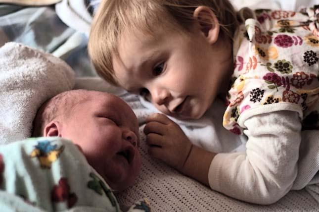 Testvérek első találkozása