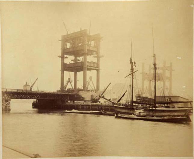 A Tower Bridge 120 éves képeken