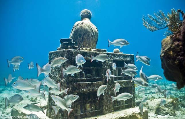 Víz alatti szobrok